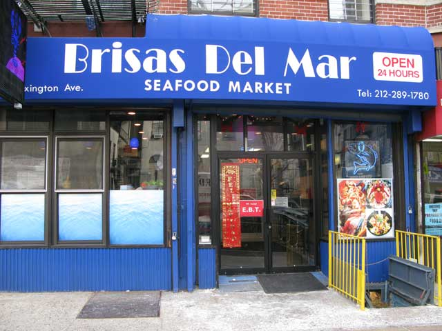 Photo of the front of the Brisas Del Mar Sea Food Market