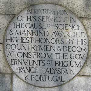 Photo of the Dr Sims statue column stating the honors bestowed upon him by this and other countries around the world